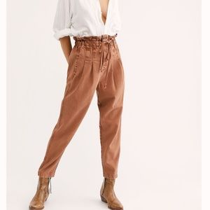 Free People Margate Pleated Trouser - Cinnamon Lat
